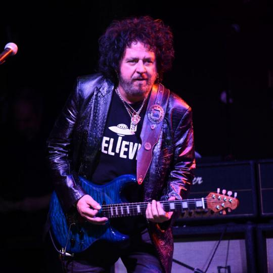SANTA CLARITA, CALIFORNIA - JANUARY 05: Singer Steve Lukather, founding member of the band Toto, performs onstage during a concert to benefit the families of victims of The Saugus High School shooting at Canyon Club Santa Clarita on January 05, 2020 in Santa Clarita, California. (Photo by Scott Dudelson/Getty Images)